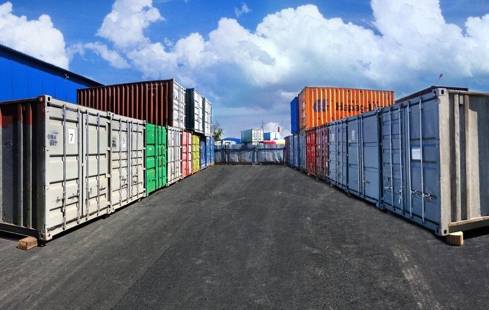 Склад в морском контейнере
